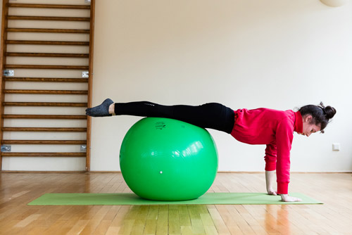 Pilates mit Ball in der physiobalance Berlin
