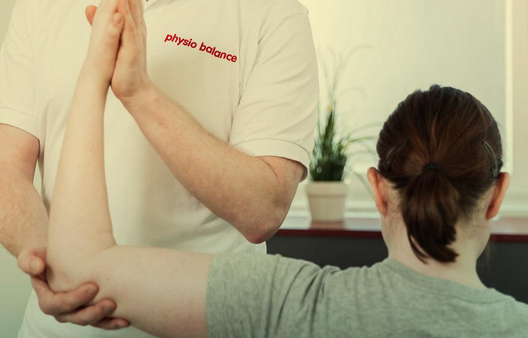 Slide Schulterbehandlung in der physio balance Berlin